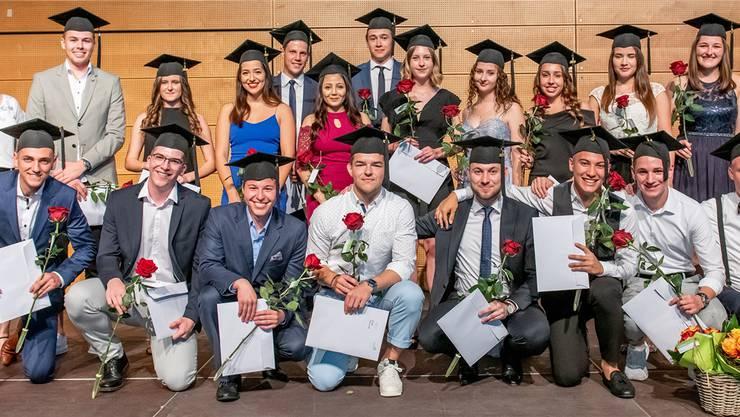 Die Absolvierenden aus dem kaufmännischen Bereich und dem Detailhandel hielten ihre Diplomfeiern ab.