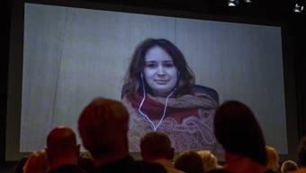 Violinistin Patricia Kopatchinskaja wurde per Skype zur Preisverleihung in der Kaserne Basel zugeschaltet.