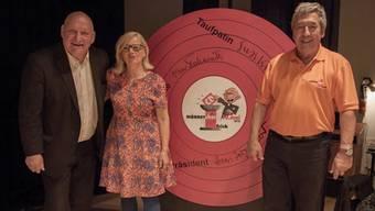 Karl Odermatt, Susi Kramer und Hans Jörg Huber (v.l.) tauften die CD des Männerchors Frick.