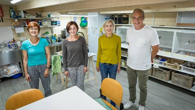 Ein gutes Team für die Vogelbetreuung: (von links) Monica Locher, Jacqueline Lehn, Ruth Frey und Christian Frey.