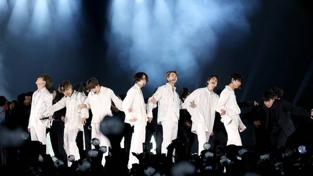 ARCHIV - Die südkoreanische Boyband BTS tritt während eines Konzerts im King Fahd International Stadion auf. (Archivbild) Foto: -/YNA/dpa