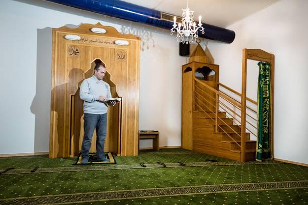 Murseli Ibraimov, Vizepräsident der islamisch-albanischen Gemeinschaft, in der Moschee, die derzeit noch in Obersiggenthal steht.