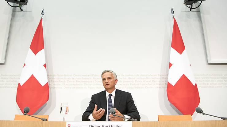 Viele Zeitungen kommentieren den überraschenden Rücktritt von Bundesrat Didier Burkhalter als einen der wenigen grossen Coups, welcher dem FDP-Politiker während seiner Amtszeit gelungen ist.