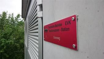 Die Anlagen der Elektrizitätsversorgung Klingnau sind in einem guten Zustand – im Bild die fast neue Trafostation Sionerweg.