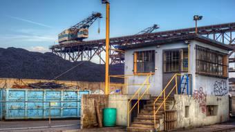 Mehr als nur Hafen möglich: Wo sich in Birsfelden Schrottberge und Kohlehaufen türmen, könnten auch rentable Business-Center stehen. Stefan Munsch