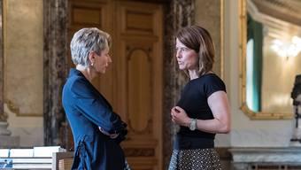 Landet eine von ihnen im Bundesrat? Karin Keller-Sutter (links) im Gespräch mit Petra Gössi.