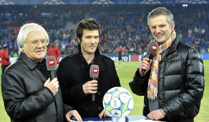 Moderator Salzgeber (rechts mit den Fussballgrössen und Gilbert Gress und Raphael Wicky.