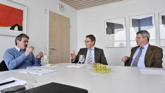 (v.l.) Der Linke Roberto Zanetti (SP), der Mitte-Mann Roland Fürst (CVP) und der Rechte Heinz Müller (SVP) streiten sich auf der Redaktion der Solothurner Zeitung/des Grenchner Tagblatts darüber, wer das Solothurner Volk im Ständerat besser vertreten kann.