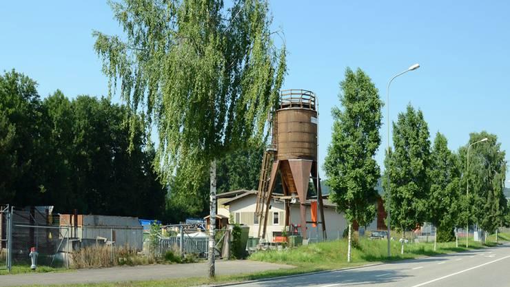 Hier an der Bernstrasse 72, unmittelbar neben dem Schlieremer Werkhof soll die neue Asylunterkunft gebaut werden.