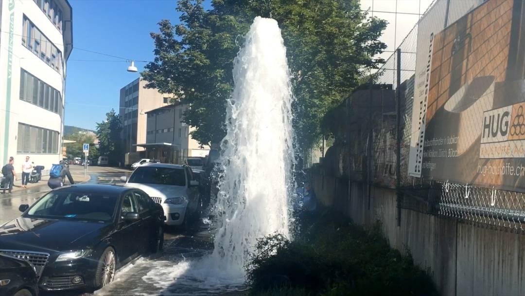 Ganz schön viel Wasser: Ein Augenzeuge filmte, wie es sprudelte.