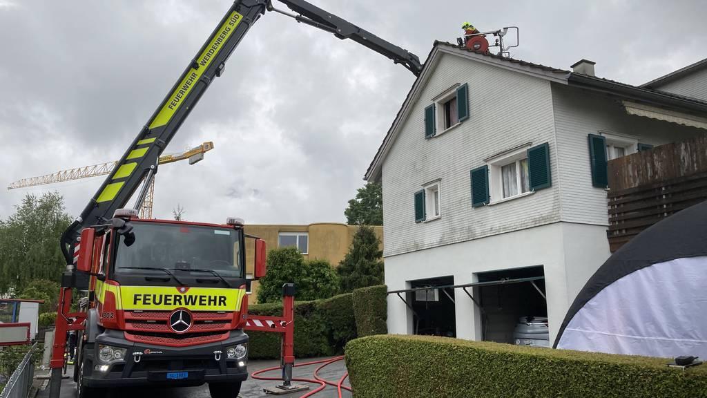 77-Jähriger stirbt bei Brand in Mehrfamilienhaus