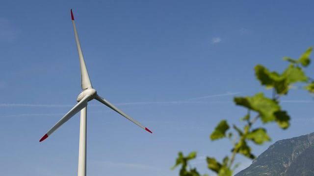 Auch der Ausbau der Windenergie schafft neue Stellen (Archiv)