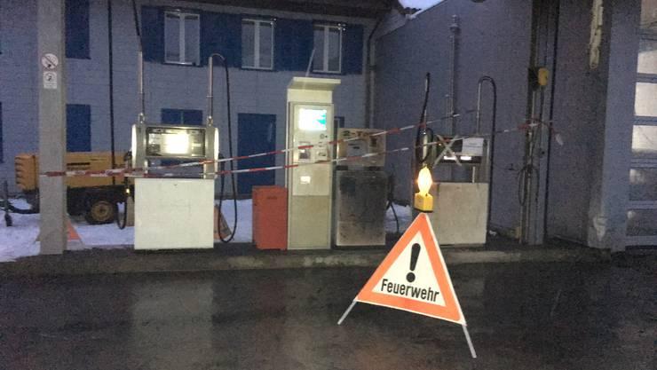 Bei dieser Tankstelle neben einer Garage wurde die Frau entdeckt.