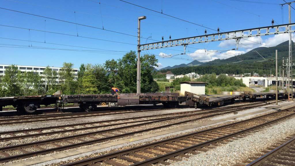 Im Bahnhof Hammer in Olten sprangen beim Rangieren fünf leere Flachwagen aus dem Gleis. Ein Bahnarbeiter wurde leicht verletzt.