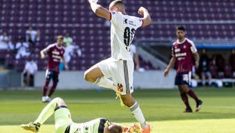 Der FC Basel (hier Arthur Cabral) nimmt die Hürde Servette nicht und verspielt zwei wichtige Punkte im Rennen um die vorderen Plätze.