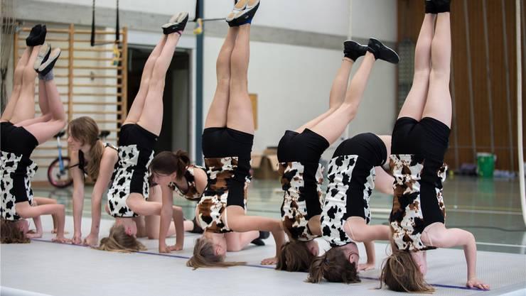 Talent und hartes Training lassen die Zirkusnummern spielerisch und einfach erscheinen.