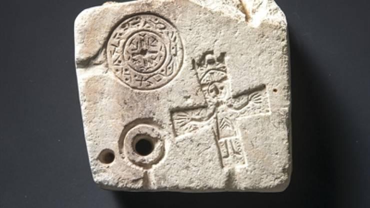 Die für den Kanton Graubünden und die Schweiz einzigartige und rund 1000 Jahre alte Gussform aus Stein wurde bei Grabungen auf dem Gefängnis-Areal in Chur entdeckt.