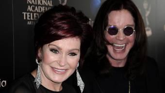 Trotz Betrug und Sexsucht: Sharon Osbourne hält zu Noch-Ehemann Ozzy. Dennoch ist die Moderatorin aus dem gemeinsamen Haus ausgezogen. (Archivbild)
