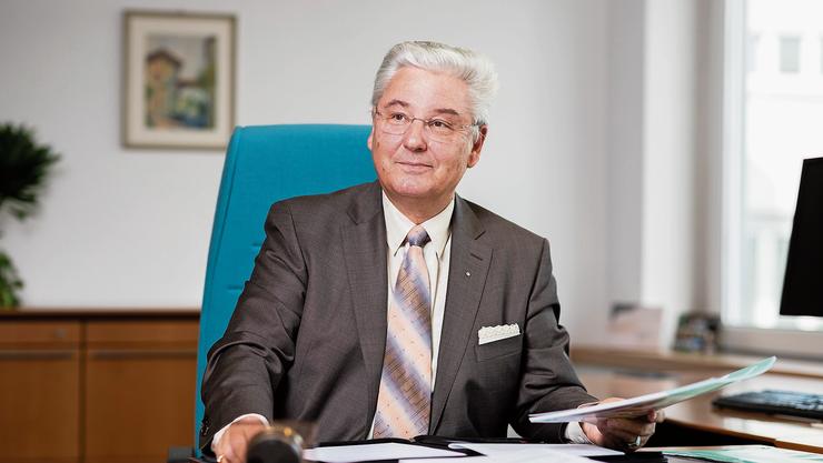 Aquilana-Chef Dieter Boesch in seinem Büro: «Krankenkassen-Prämien sind immer auch der Spiegel der verursachten Kosten.»