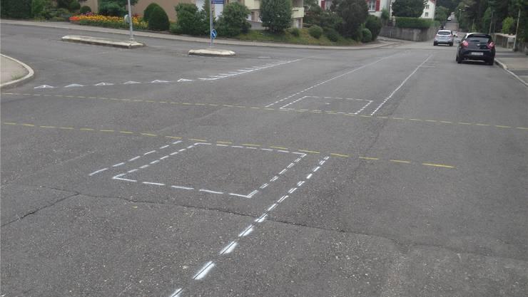 Neue Markierungen auf der Dählenstrasse.