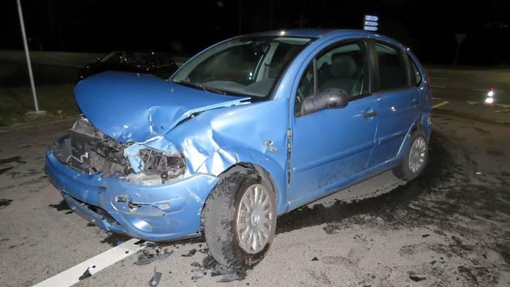 Die 52-jährige Mitfahrerin des Citroëns zog sich bei der Kollision leichte Verletzungen zu.