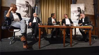 Journalistenrunde mit Ulrich Schmid («NZZ», von links), Markus Somm («Basler Zeitung»), Roger Schawinski (Gesprächsleiter), David Sieber (bz Basel) und Pierre Heumann (Nahostkorrespondent).
