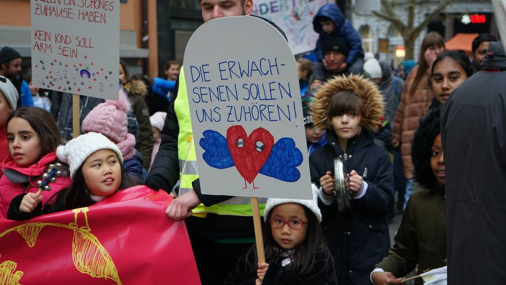 «Hört uns zu!» Kinder demonstrieren für ihre Rechte