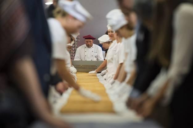 Zürcher Bäcker stellen den Tirggel-Weltrekord auf_005