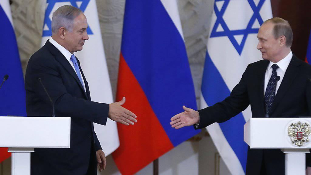 Israels Ministerpräsident Netanjahu (links) und der russische Präsident Putin in Moskau.