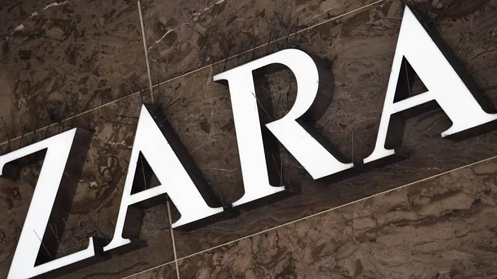 Die spanische Modekette Zara hat zwei Mitarbeiter entlassen, die einer Kopftuch tragenden Frau den Zutritt zu einer Filiale in Paris verweigert hatten (Archiv).