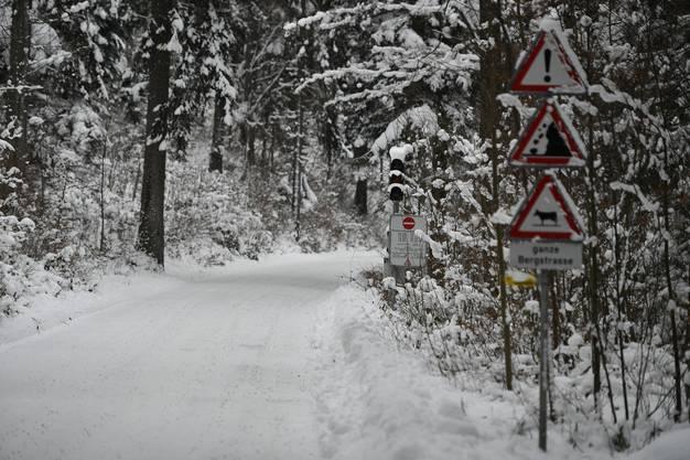 Auf der Bergstrasse zum Grenchenberg herrscht ab sofort bis auf Weiteres Kettenobligatorium und Mittwoch sowie am Wochenende die Einbahnregelung.