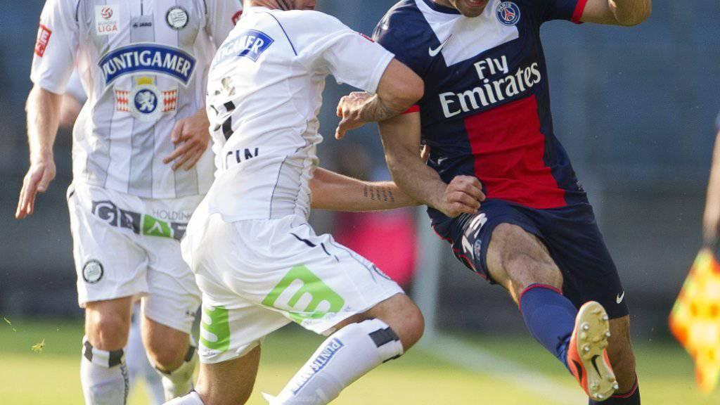 Marco Djuricin (mitte) läuft neu für die Grasshoppers auf. Im Bild aus dem Jahr 2013 spielt er in einem Testspiel von Sturm Graz gegen Paris Saint-Germain
