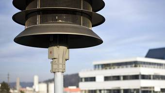 Heute Nachmittag heulen in der ganzen Schweiz testweise die Sirenen. Erstmals wird aber auch die Alarmierung über Smartphone-App getestet. (Archivbild)