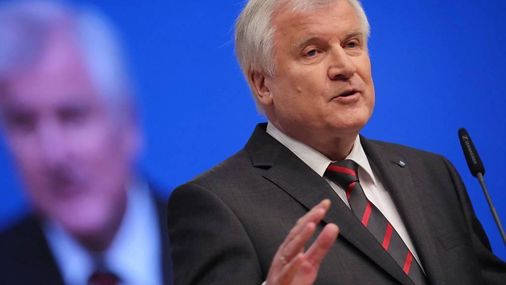 Bei 200'000 muss Schluss sein: Bayerns Ministerpräsident Horst Seehofer fordert Obergrenze für Flüchtlinge in Deutschland. (Archiv)