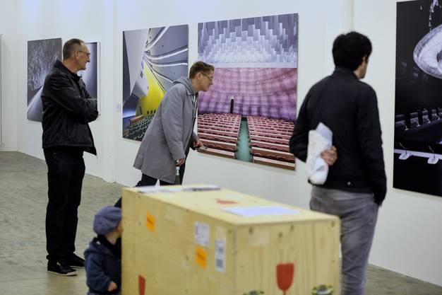 Auf dem Dreispitzareal finden die Oslo Nights statt. Hier sieht man die Fotoausstellung.