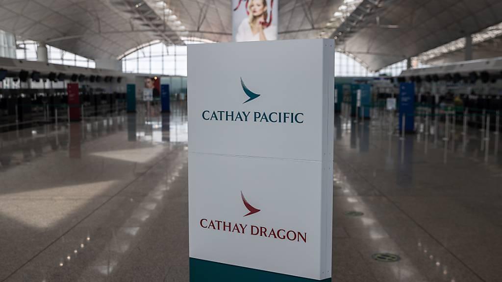 Die in Hongkong beheimatete Fluggesellschaft Cathay Pacific hat drastische Kostensenkungsmassnahmen bekanntgegeben. (Symbolbild)