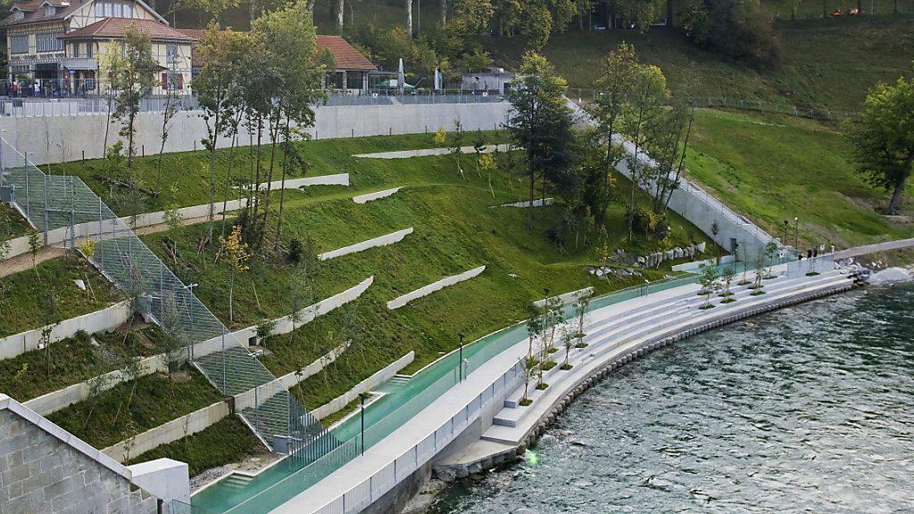 Der Bärenpark bei seiner Eröffnung 2009 in Bern. Er soll nun - wie ursprünglich geplant - weiter nach hinten reichen. (Archivbild)