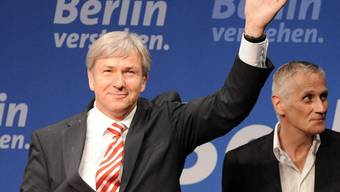 Klaus Wowereit freut sich an der Wahlparty über seinen Sieg