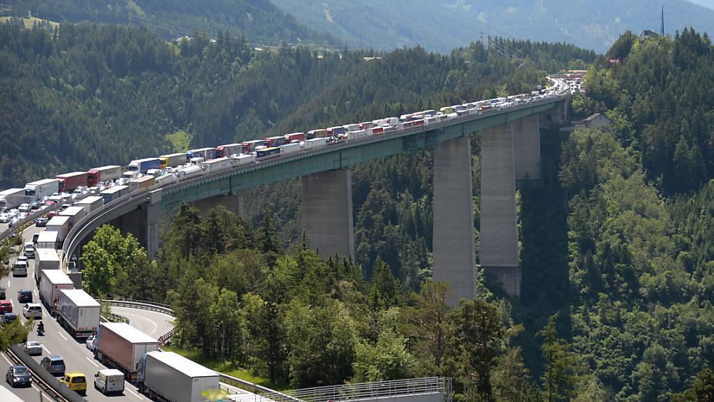 Der Brenner ist eine der wichtigsten Routen für den Güterverkehr von Italien in Richtung Nordeuropa. (Archivbild)