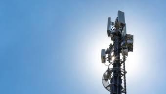 Gemeindegrenzen könnten bereits aufgerüstete oder neu erstellte Antennen auch auf das vorerst 5G-freie Urdorf strahlen. (Themenbild)