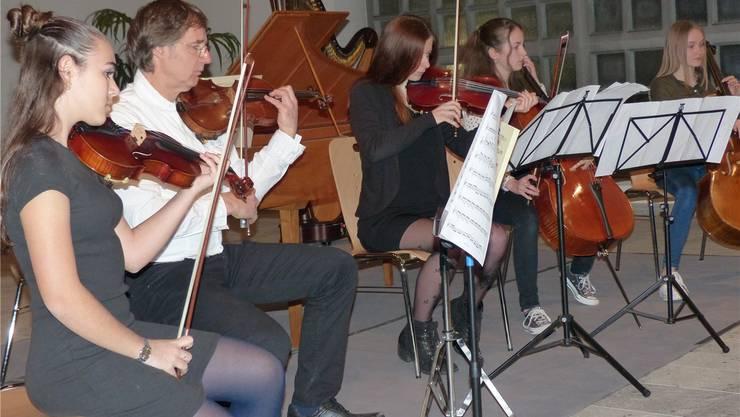 Schülerinnen und Lehrer der Musikschule Möhlin interpretierten aus Antonio Vivaldis «Vier Jahreszeiten». Ingrid Arndt