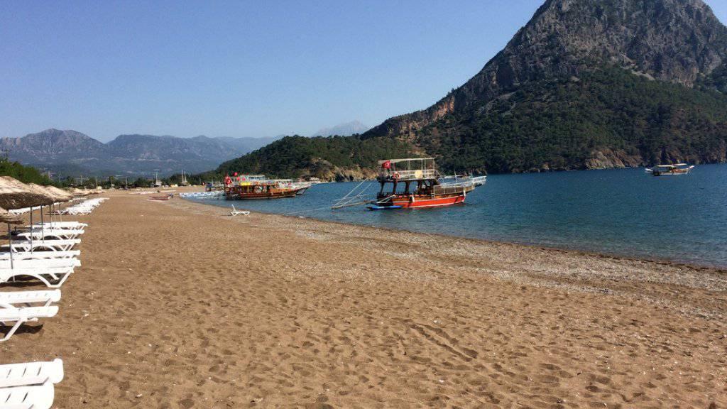Türkische Ferienorte wie dieser waren bei den Touristen schon beliebter: Ein Strand in Adrasan, rund 100 Kilometer westlich von Antalya.