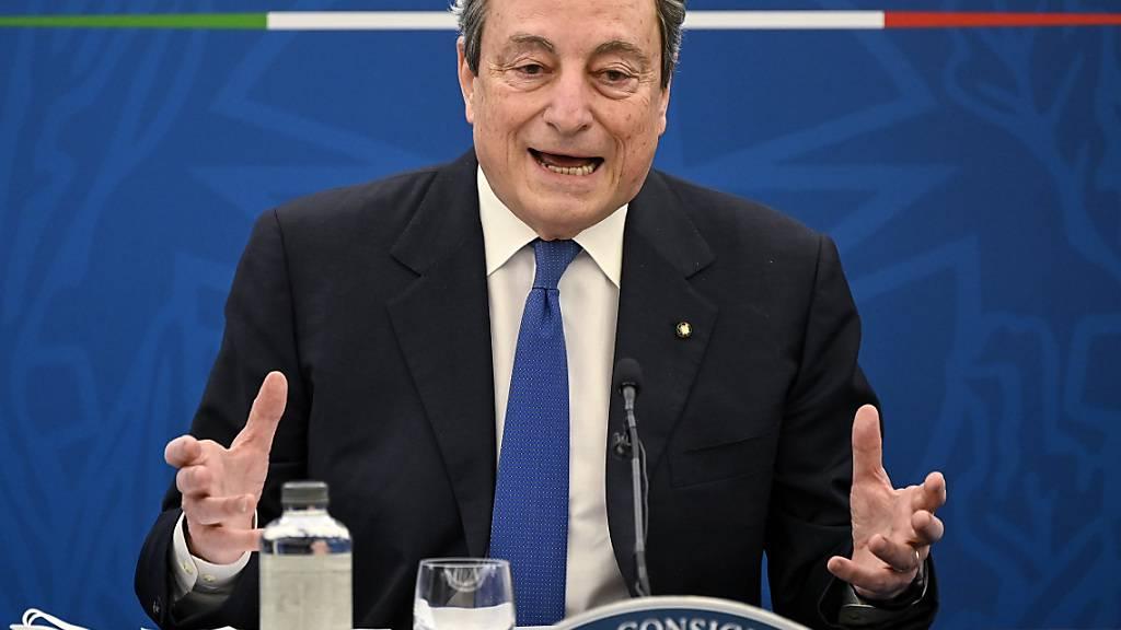 ARCHIV - Mario Draghi, Premierminister von Italien, spricht während einer Pressekonferenz in Rom. Foto: Riccardo Antimiani/Pool Ansa/AP/dpa