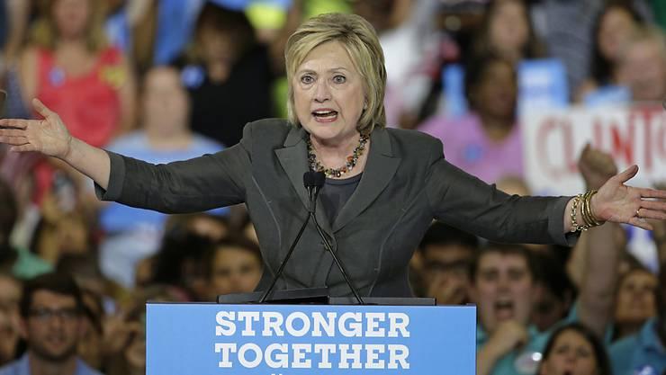 Präsidentschaftskandidatin Hillary Clinton verspricht, die US-Wirtschaft unter anderem mit dem Stopfen von Steuerschlupflöchern anzukurbeln.