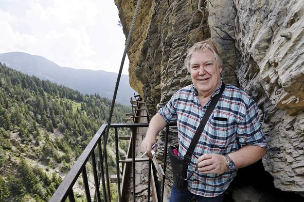 AZ-Autor Max Dohner in schwindelerregender Höhe über der «Suone»