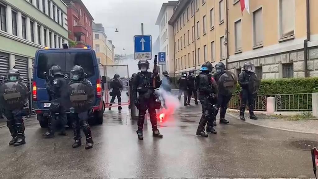 Zürich: Polizei kesselt 1. Mai -Demonstranten ein