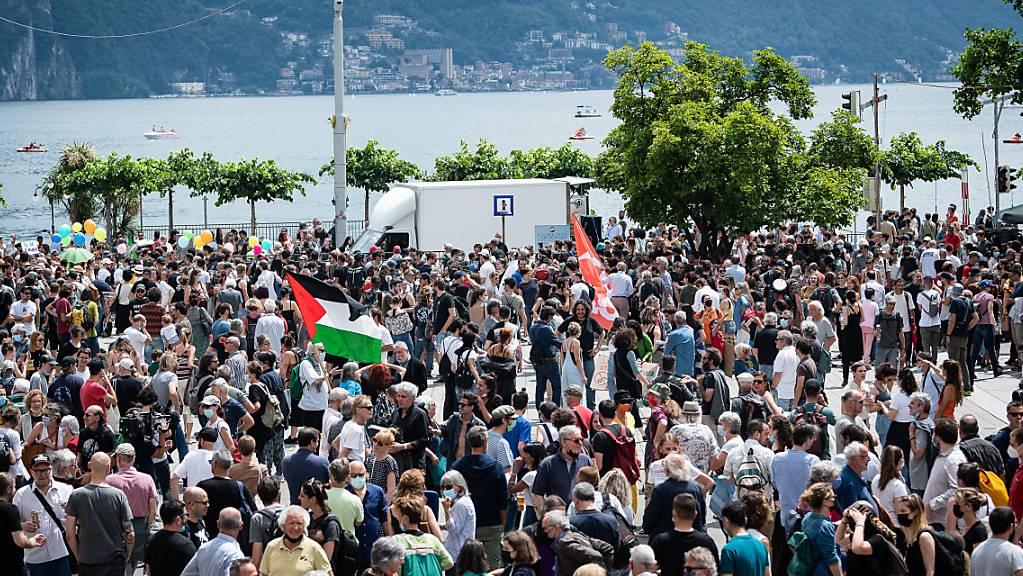 Rund 500 Personen haben am Samstag in Lugano friedlich gegen den Abbruch des Kulturzentrums demonstriert.