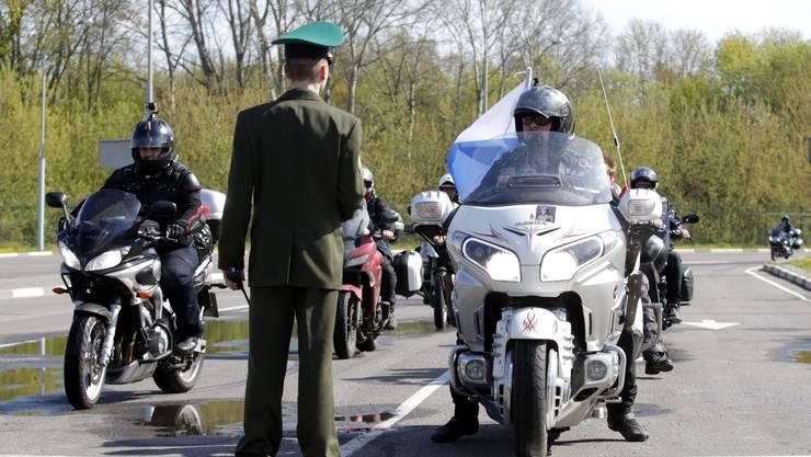 Die russischen Biker Nachtwölfe fahren auf dem Weg nach Berlin durch Polen_0010