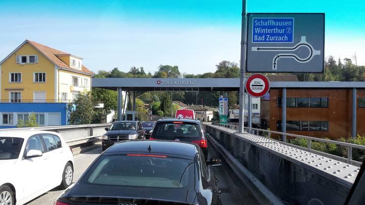 Dauerthema: Am Übergang in Koblenz passieren täglich 15000 Fahrzeuge die Grenze.