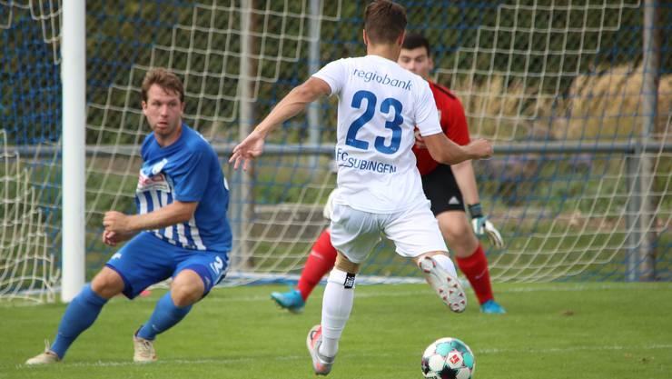 Subingens Nummer 23, Sascha Pauli, trifft nach einer Stunde zum Ausgleich für den FC Subingen.